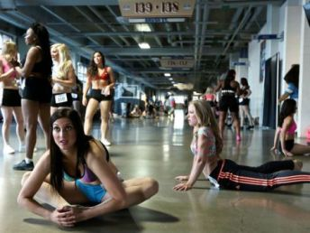Detroit-Lions-Cheerleader-Tryouts-01.jpg